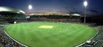 Stade de baseball éclairé la nuit en Australie