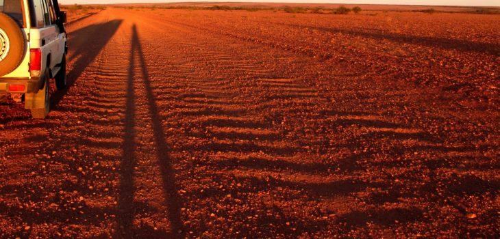 Route Stuart Highway qui traverse l'Australie du Nord au Sud